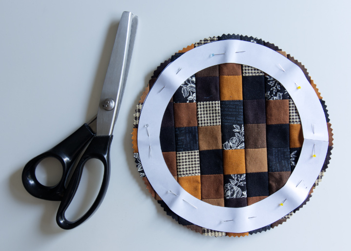 The centre circle has been cut out with pinking shears around the circle template
