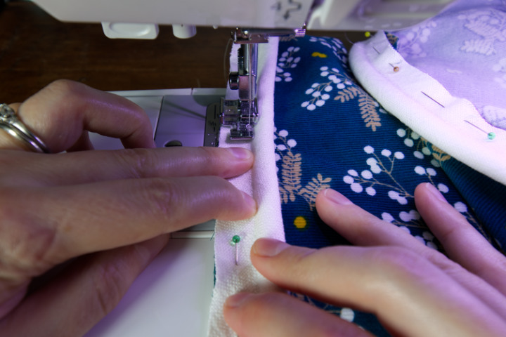 Align the raw edges of the piping and front with your fingers and sew close to the piping cord - attaching the piping to the front of the cushion with zip